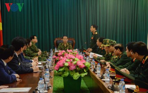 国家主席陈大光与国防部领导人举行工作座谈
