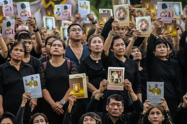 泰国纪念先王普密蓬逝世一周年