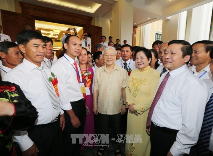 越共中央总书记阮富仲会见模范农民