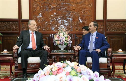 国家主席陈大光会见前来辞行拜会的乌拉圭驻越大使