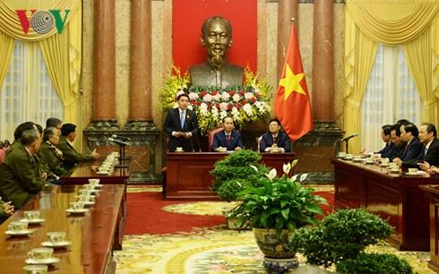 国家主席陈大光会见对越南革命有功的老挝公民代表团