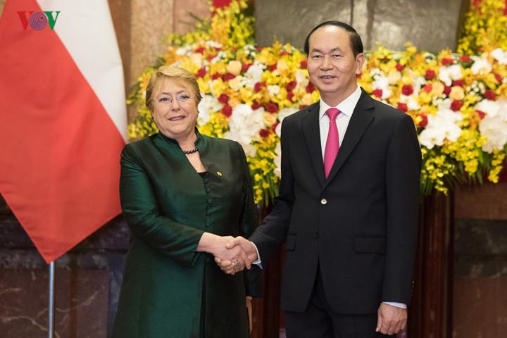 国家主席举行隆重仪式欢迎智利总统来访