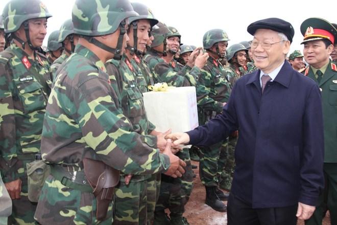 越共中央总书记阮富仲赴第一区国家射击场调研视察