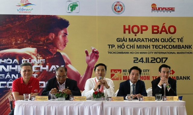 来自44个国家的5000多名运动员参加2017年胡志明市国际马拉松比赛