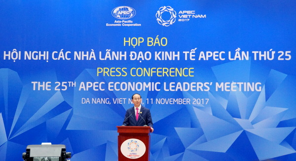 陈大光主席主持APEC第25次领导人非正式会议新闻发布会
