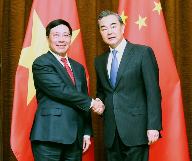 中国外交部长王毅对越南进行工作访问