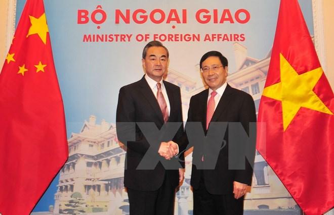 越南政府副总理兼外长范平明与中国外长王毅会谈