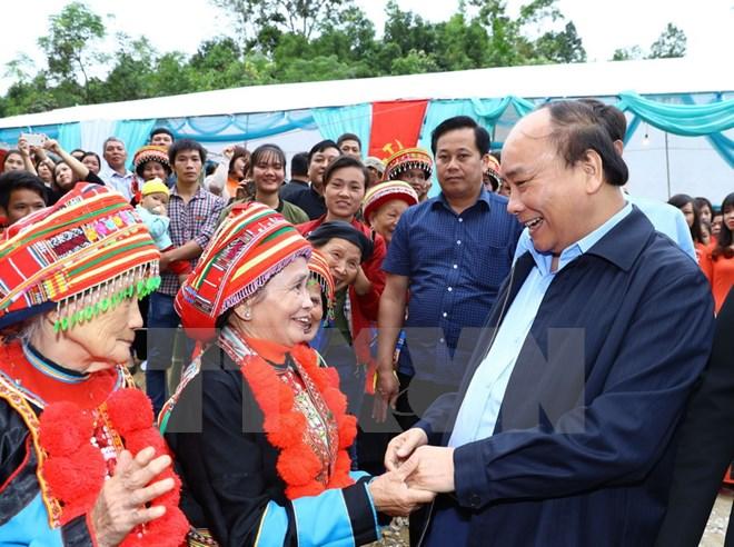 阮春福总理与北浒省委常委会举行工作会谈