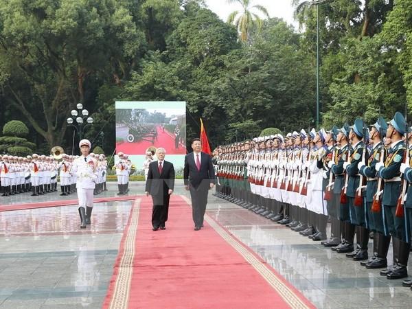 阮富仲总书记为中共中央总书记、国家主席习近平举行欢迎仪式并进行会谈