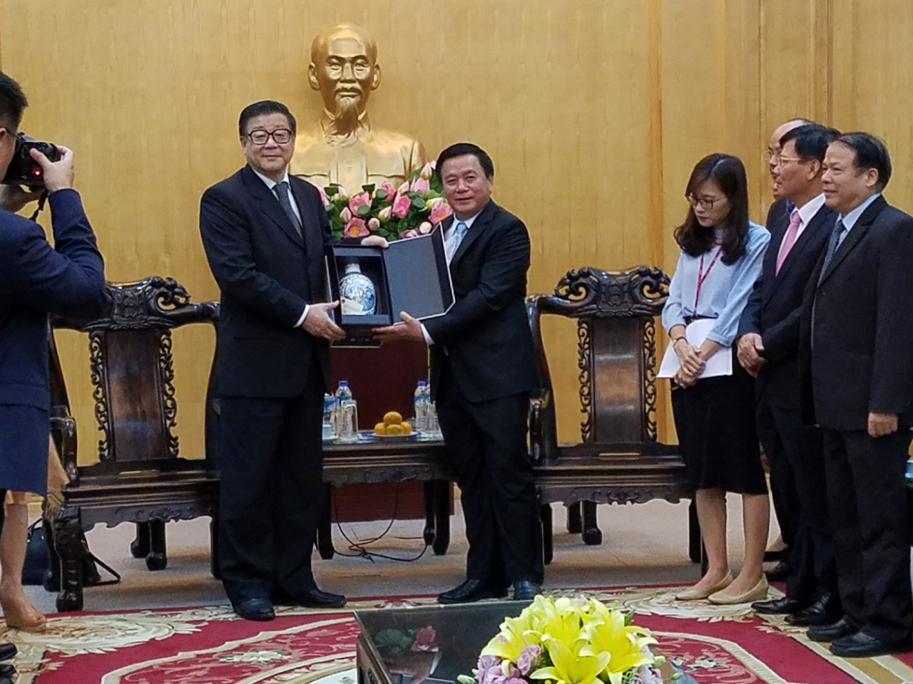 越南和中国加强政治理论研究和马克思主义教学经验交流