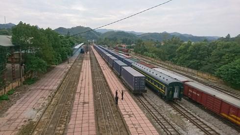 越南和中国间的首列集装箱列车抵达越南