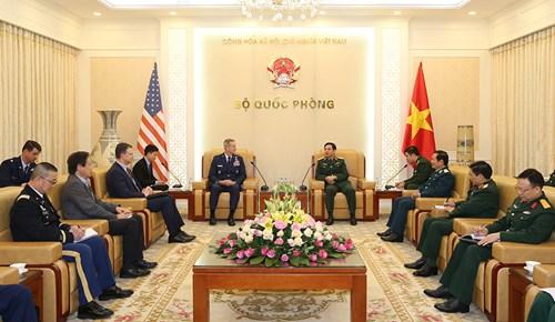 越南人民军总参谋长潘文江上将会见美国太平洋空军司令奥肖纳西