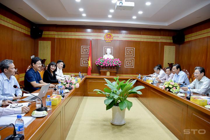 香港公司拟在越南后江省投资兴建炼钢厂和太阳能发电厂