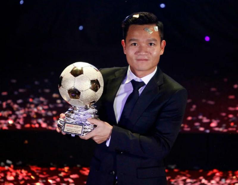 丁清忠和邓氏桥贞获得2017年越南金球奖
