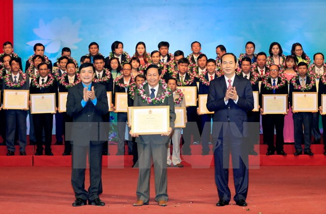 国家主席陈大光出席优秀基层工会主席表彰会