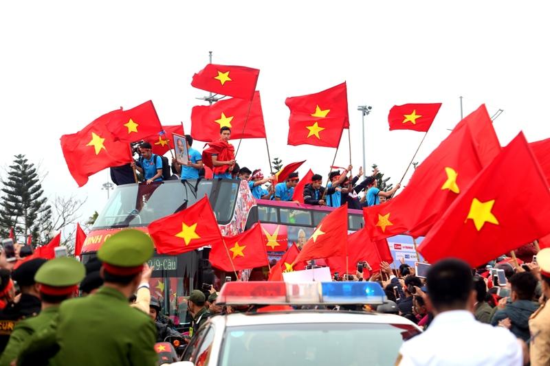 越南U23足球队载誉而归