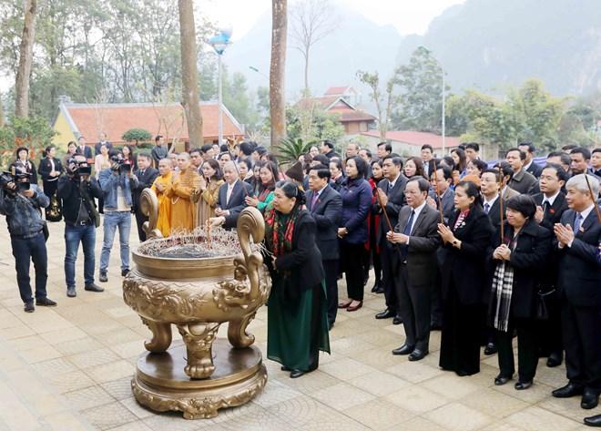 国会常务副主席丛氏放出席胡志明主席纪念堂落成仪式
