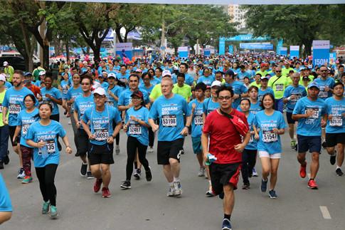 8000名运动员参加2018胡志明市马拉松赛