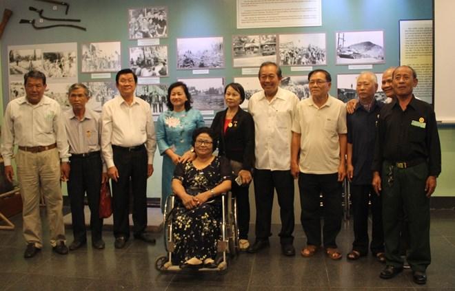 政府副总理张和平出席被敌人囚禁的老革命战士见面会