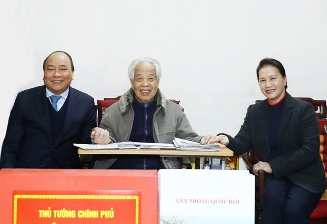 越南领导人向原越共中央总书记杜梅拜年