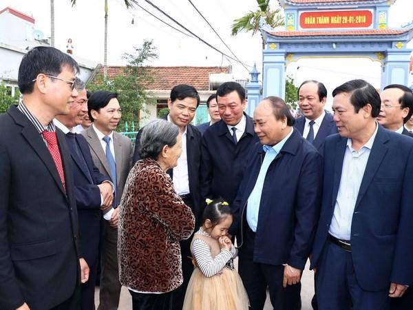 政府总理阮春福探望并动员南定省农民参加农业生产