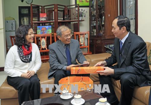 越南国家主席陈大光向河内优秀知识分子拜年