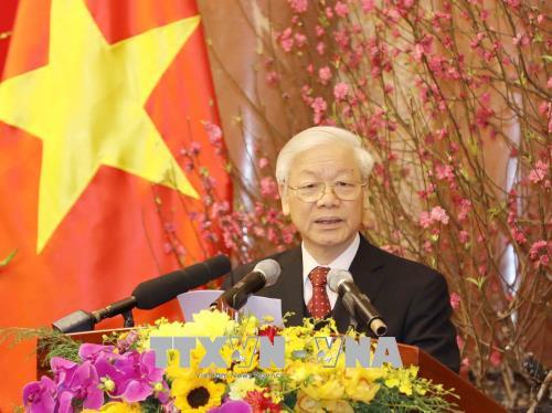 越共中央总书记阮富仲向党和国家领导人、全军指战员和全国同胞贺年
