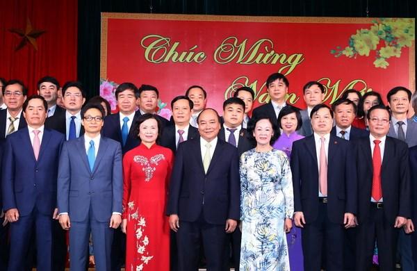 政府总理阮春福向越共中央直属机构干部职工拜年