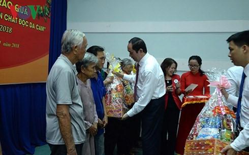 """国家主席陈大光出席""""为贫困者和橙剂受害者过好年""""送年礼活动"""