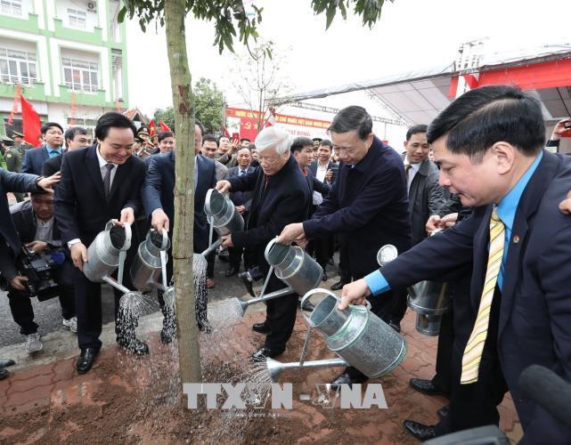 越共中央总书记阮富仲赴兴安省拜年