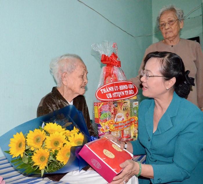 胡志明市拨款1.4万亿越盾用于照顾居民过年