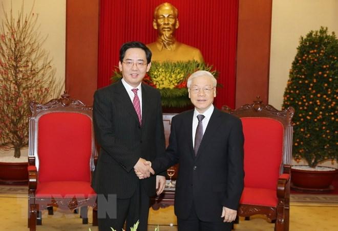 越共中央总书记阮富仲会见离任拜会的中国驻越大使洪小勇