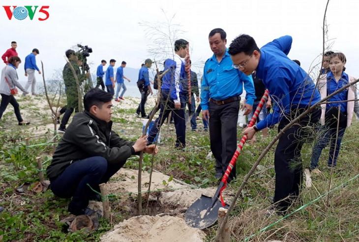 """越南多个地方启动""""2018年植树节""""保护环境"""