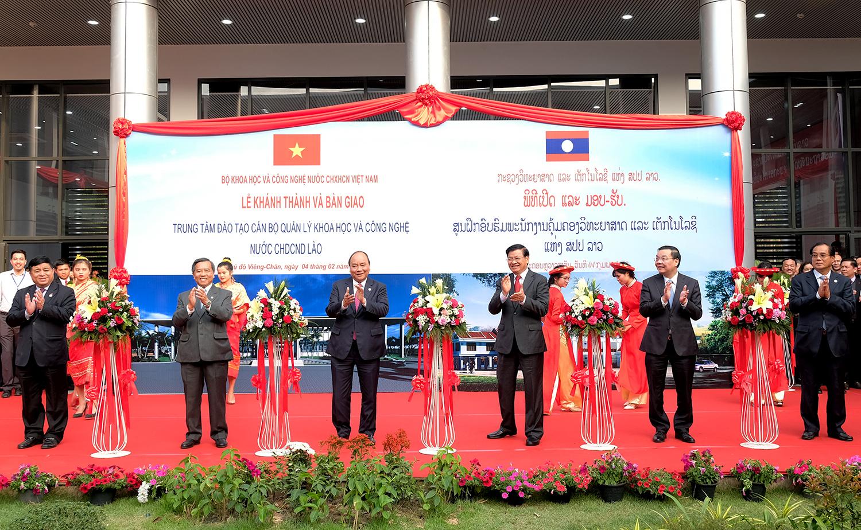 政府总理阮春福出席老挝科技管理干部培训中心落成仪式