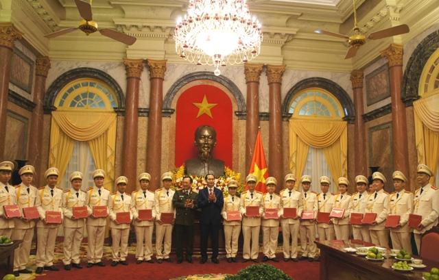 国家主席陈大光会见2017年优秀青年公安