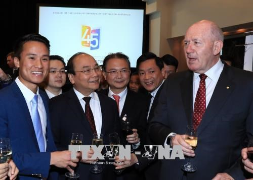 政府总理阮春福和澳大利亚总督科斯格罗夫出席庆祝越澳建交45周年招待会