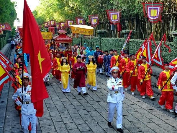 雄王国祖柱形粽子供奉仪式暨向礼成侯阮有镜敬香仪式在胡志明市举行