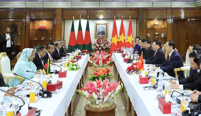 越南国家主席陈大光与孟加拉国总理哈西娜举行会谈