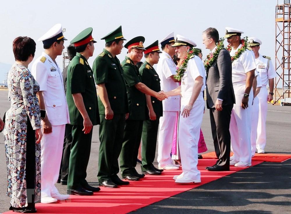美国海军军舰抵达仙沙港 开始对岘港市进行友好访问