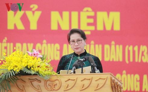 国会主席阮氏金银出席越南人民公安干警践行胡志明主席6条教导70周年纪念大会