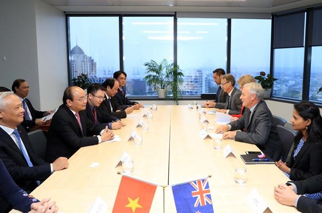 越南政府总理阮春福会见新西兰奥克兰市市长菲尔•戈夫