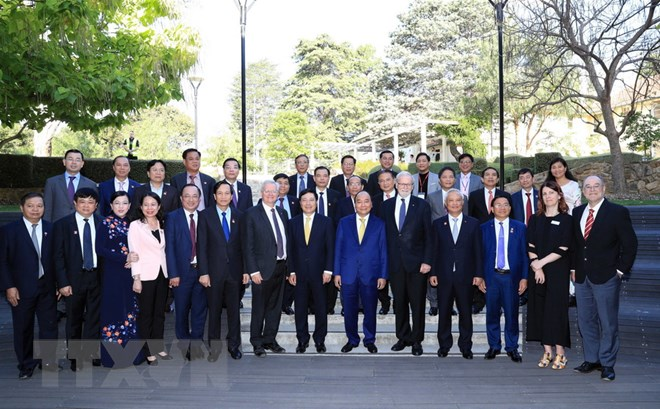 阮春福总理探访澳大利亚国立大学并看望旅澳越南人