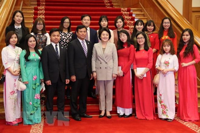 韩国第一夫人会见越南留学生代表