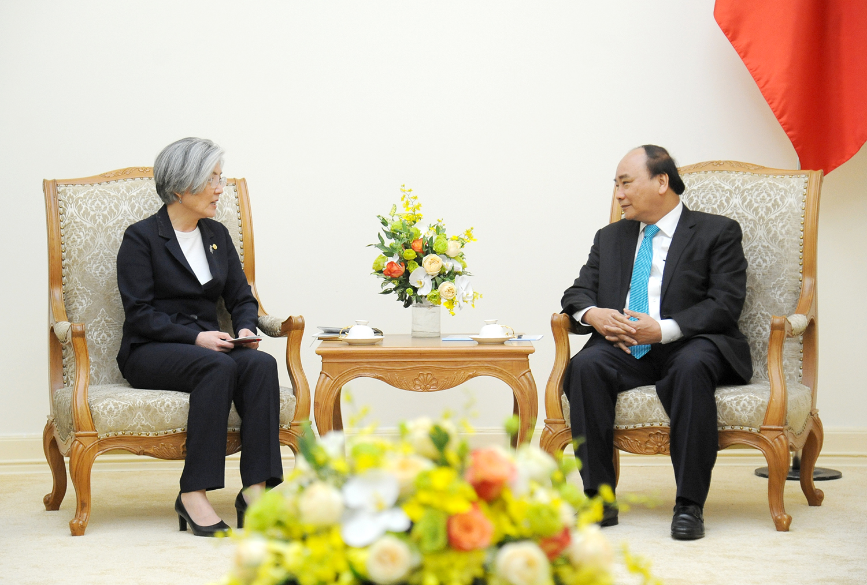 越南政府总理阮春福会见韩国外长康京和