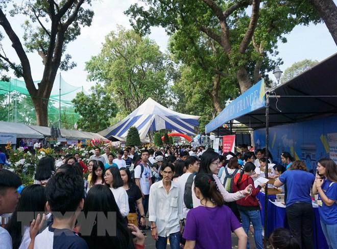 5000多名学生参加胡志明市法语日活动