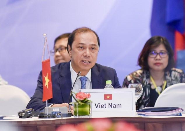 为第32届东盟峰会做准备的东盟高官会在新加坡举行
