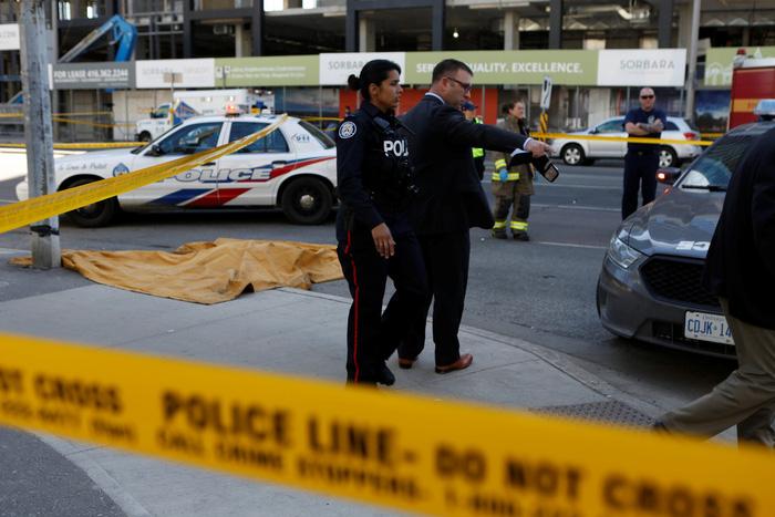 加拿大汽车撞人事件造成9死16伤
