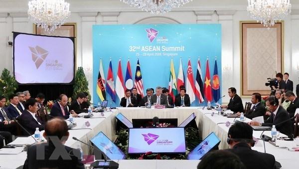 政府总理阮春福出席东盟第32届峰会全体会议