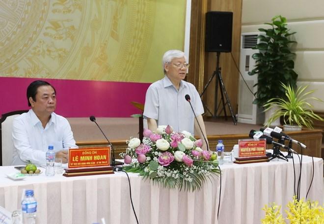 阮富仲总书记与同塔省主要领导同志座谈