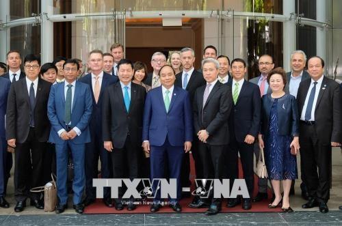 阮春福总理出席大型跨国集团及公司领导圆桌座谈会